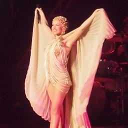 Aphrodite Live 2011 の Kylie Minogue の画像